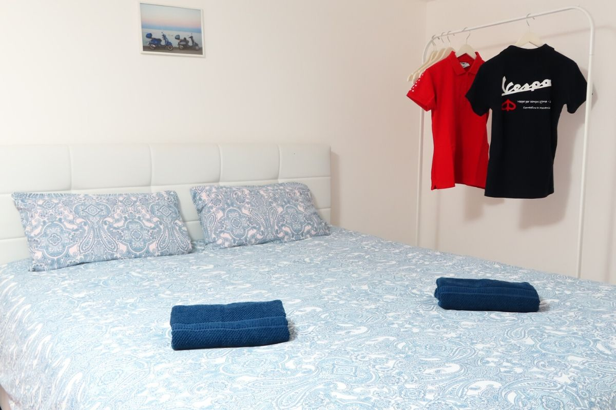 Apartament Vespa Noto na Sycylii - pokój z łóżkiem małżeńskim
