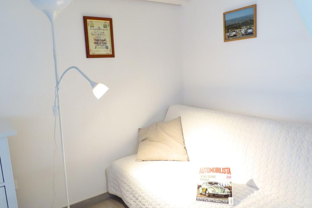 Apartament Vespa Noto na Sycylii - rozkładana sofa