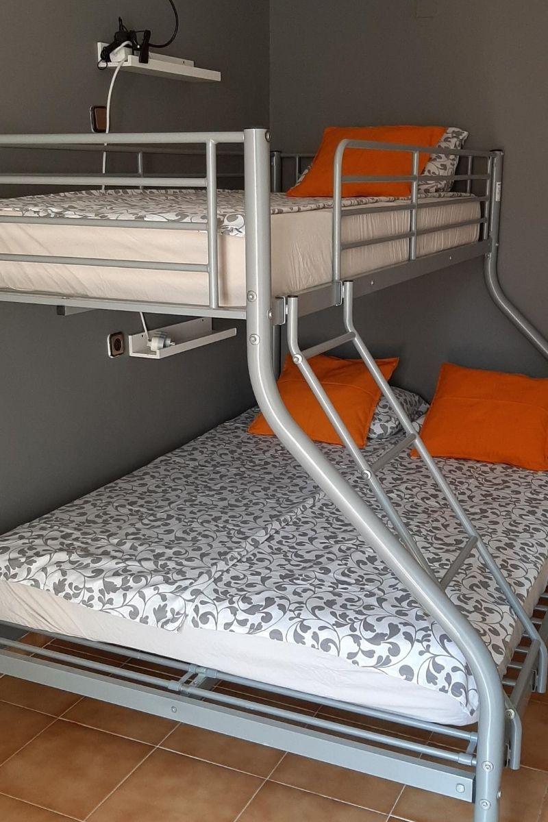 Polskie noclegi w Barcelonie - łóżko piętrowe