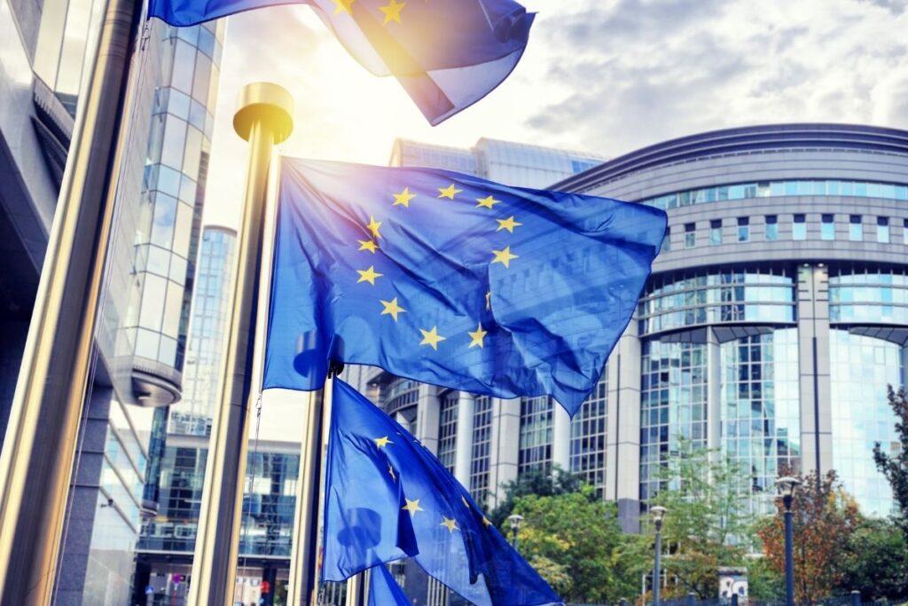 Flagi Unii Europejskiej w Brukseli